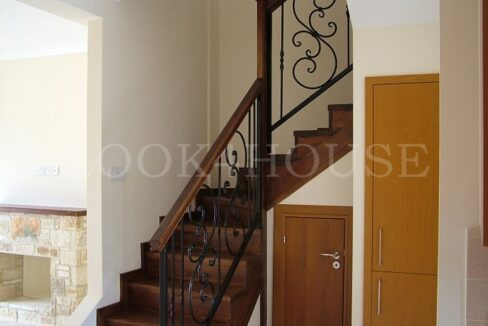 Staircase-with-storage-space
